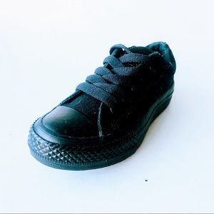 Kids CONVERSE Black Canvase Sneakers. Size 11.
